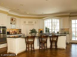 traditional kitchen with raised panel u0026 crown molding in leesburg