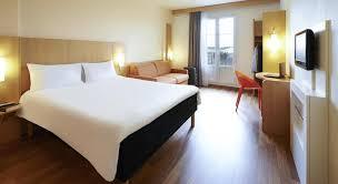 chambre d hotel moderne réserver un hôtel près de l aéroport charles de gaulle