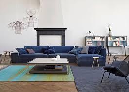 canapé d angle moelleux tendance ce canapé d angle bleu nuit au confort moelleux salon