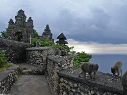 bali vacation uluwatu temple
