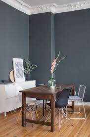 wohnzimmer ideen kupfer blau die besten 25 dunkle wände ideen auf dunkelblaue