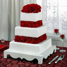 square wedding cake with red roses wedding party decoration