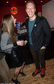 coldplay jokes melanie c shares a joke with chris martin as coldplay hosts charity