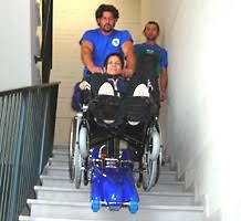sedie per disabili per scendere scale montascale superamento barriere architettoniche per scale diritte