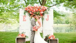 wedding backdrop for pictures top 12 wedding backdrop ideas thebridebox
