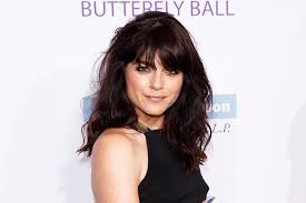 Seeking Stain Cast Selma Blair Joins Cast Of Paramount Network S Comedy Heathers