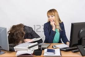 sexe au bureau la situation dans le bureau un employé surchargé l autre ne fait