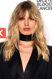 med to long lengh haircuts mid length hairstyles gives a modern and vintage look to the women