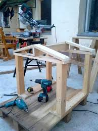 How To Build A Platform Bed With Pallets by How To Build A Pallet Dog House In A Perfect Manner