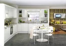 kche wei mit holzarbeitsplatte moderne hochglanz küchen in weiß 25 traumküchen mit hochglanzfronten
