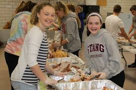 students assemble thanksgiving dinners feed 300 with