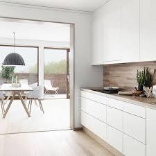 cuisine blanc mat ambiance meubles de cuisine blanc mat et plan de travail bois clair