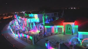 christmas light display synchronized to music 6 of the best christmas light displays ever 4 different houses