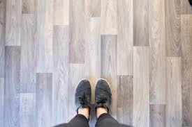 how to install a vinyl floor in your