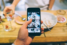 restaurant encourages food photos with foodie instagram pack