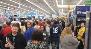 wal mart shoppers fight gadgets on thanksgiving