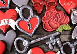 Valentine S Day Cookie Decor by How To Make Decorated Heart Padlock Cookies For Valentine U0027s Day