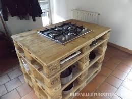 cuisine en palette comptoir de cuisine avec un poele en palettes 2meuble en palette