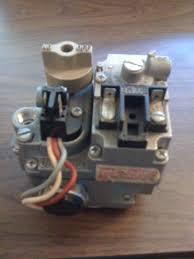 old 1975 house gas furnace gas valve robertshaw unitrol 7000 bker
