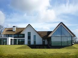 maas architecten woonhuis raalte stucwerk modern villa riet