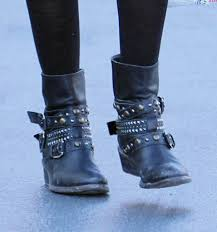 fashion motorcycle boots ashley tisdale motorcycle boots ashley tisdale looks stylebistro
