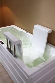 siege de baignoire pour personne ag baignoire à porte longue océane avec siège intégré pour séniors