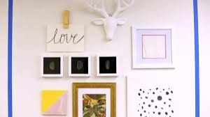 how to do a gallery wall stylemaker tips for creating a gallery wall