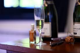 immagini belle tavolo vite vino bicchiere amore cuore