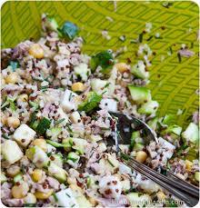 cuisiner le quinoa salade composée au quinoa courgette thon maïs et ciboulette du