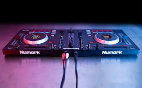 amazon com numark mixtrack platinum 4 channel dj controller