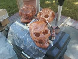 Plastic Halloween Skeletons Make A Decaying Or Mummy Skull Halloween Alliance