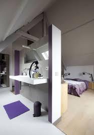 salle de bain dans chambre sous comble une demie cloison pour séparer chambre et salle de bains house