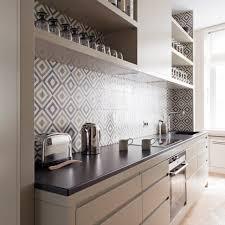 cuisine taupe et gris cuisine taupe brillant ides dco pour une cuisine grise