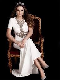 elizabeth hurley wears royal asscher tiara on season 2 of