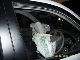 hyundai tucson airbags hyundai tucson air bags deployed pictures pics photo
