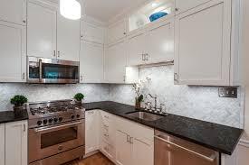 cuisine blanche avec plan de travail noir cuisine blanche avec plan de travail noir best cuisine moderne