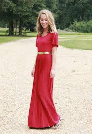 what colors to wear with a red dress aelida