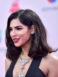 hispanic woman med hair styles alejandra espinoza medium curls shoulder length hairstyles