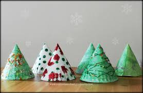 make a christmas tree from paper christmas lights decoration
