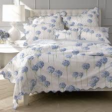 Eiffel Tower Bed Set Pillow Arranging 101