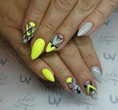 17 trendy yellow nail art designs for summer 5 fashionable