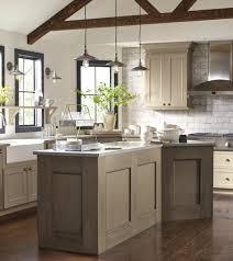 cuisine taupe et bois cuisine blanche et bois clair cuisine blanche et bois clair cuisine