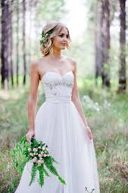white wedding dress 35 relaxed summer woodland wedding ideas weddingomania