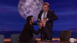 justin theroux gives conan o u0027brien a unicorn tattoo e news
