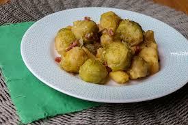 cuisiner choux de bruxelles frais choux de bruxelles pommes de terre et lardons au café au cookéo