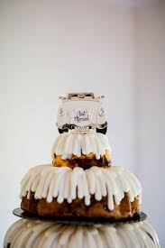 bundt cake wedding cake with vintage car topper