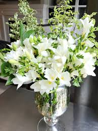 Putting Roses In A Vase Diy Arrangements For 30 Or Less