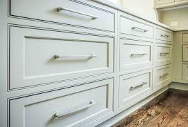 where to buy kitchen cabinets pulls what to look for when buying kitchen cabinet hardware