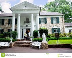 Das Haus Graceland Ist Das Haus Des Sängers Elvis Presley In Der Art Einer