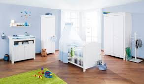 photo chambre bébé chambre bébé en sapin massif avec armoire 2 portes